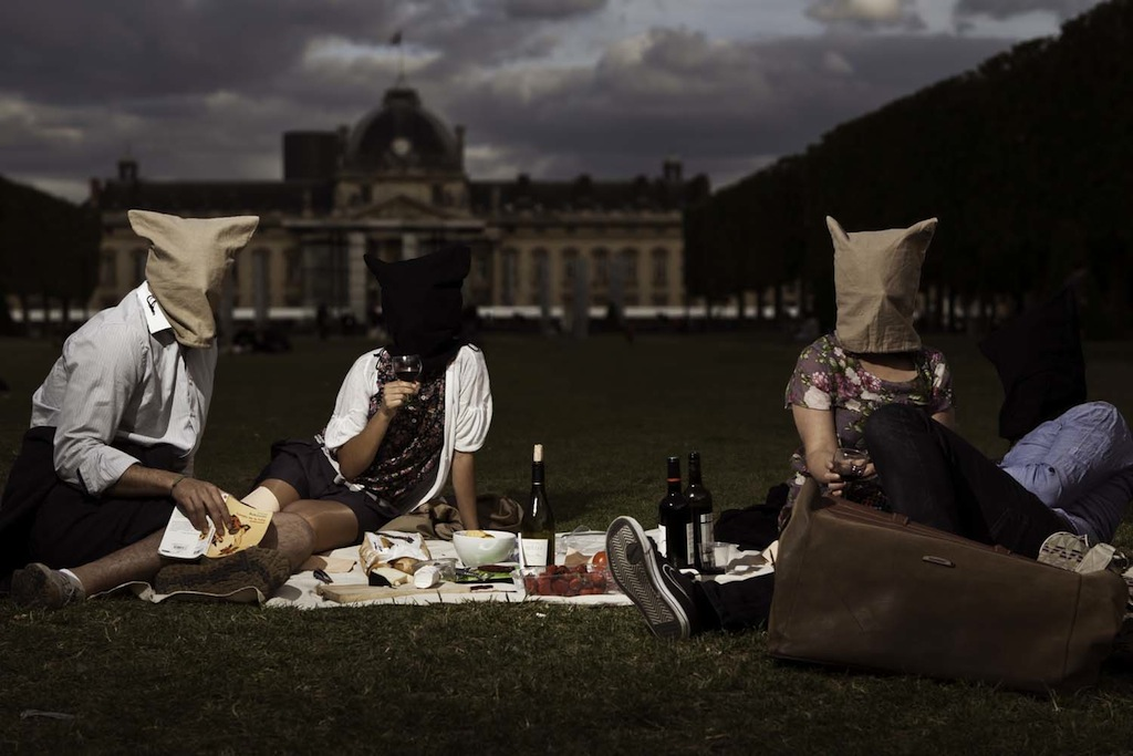 Pic-nic in front of Ecole Militaire, Asaf Matarasso